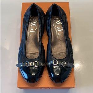 Attilio Giusti Leombruni patent leather flats
